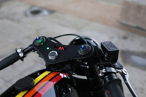 Triple Clamp with MotoGadget Motoscope Mini - Cognito Moto