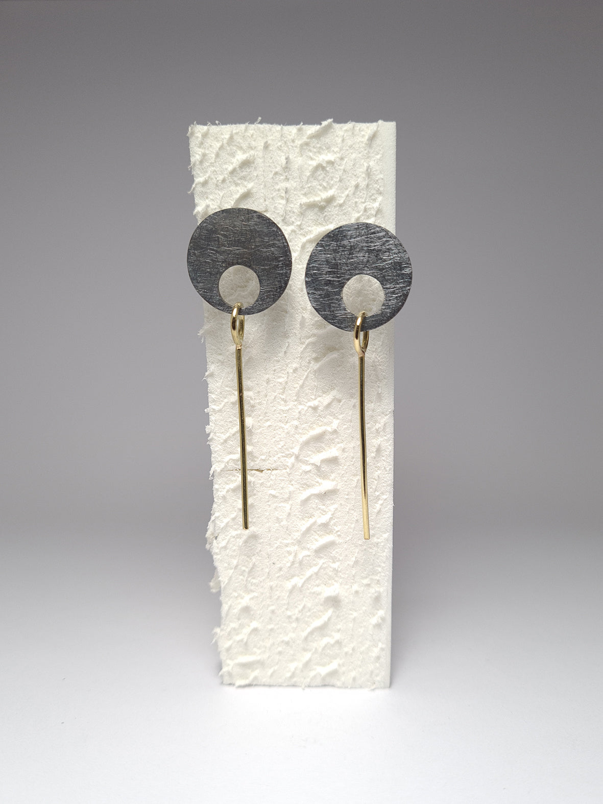Round gold earrings from the fiLs collection