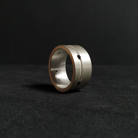 Ring from the liNe collection