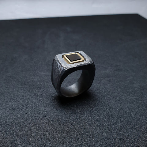 Ring from the squaRes collection