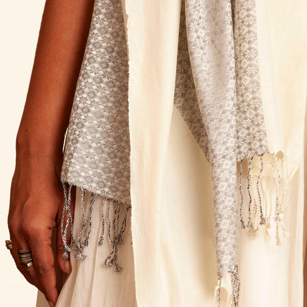 Malligi Khun Cotton-Silk Stole: Pale Grey