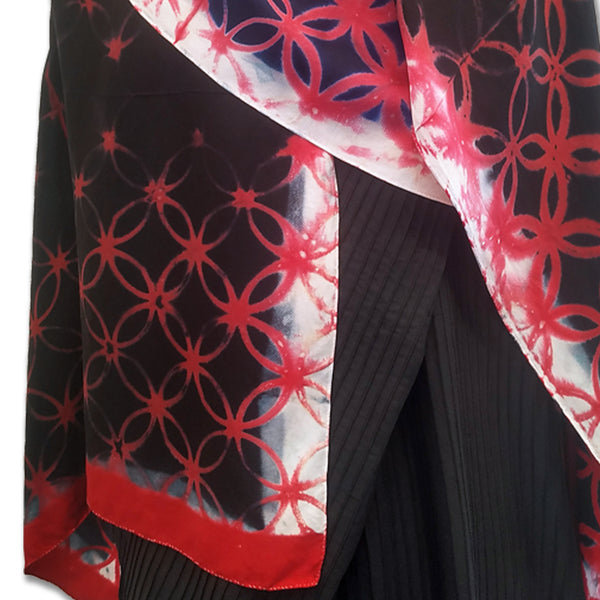 Overlapping Circles Clamp-Resist Shibori Twill Silk Stole: Black and Red