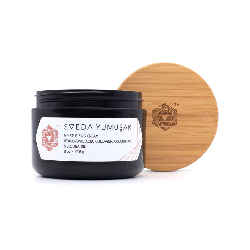 SVEDA YUMUŞAK - Moisturizing cream, rendered rich with high concentrations of coconut oil, jojoba oil, hyaluronic acid and collagen which keeps skin  hydrated and radiant. Helps heal fine lines and wrinkles