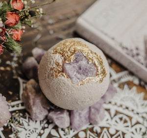 Royal Crown Chakra Bath Bomb 24-karat Gold Full Moon Charged Amethyst with Organic Hyaluronic Acid - Hotsy Totsy Haus