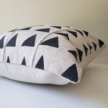 Load image into Gallery viewer, Triangle Block Printed Pillow