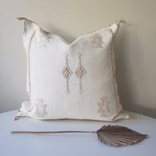 Load image into Gallery viewer, White Lace Sabra Silk Pillow