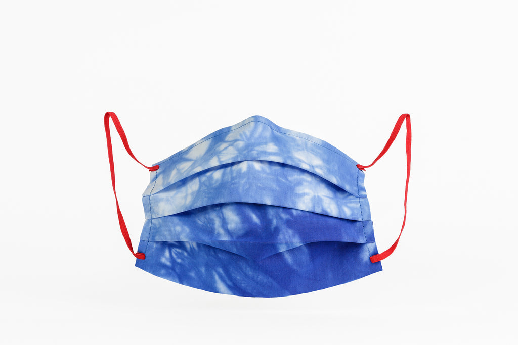 Blue and white tie dye masks certified by CITEVE.