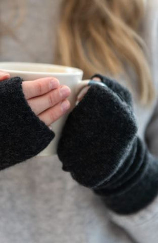 Cashmere Handwarmers in Charcoal Grey
