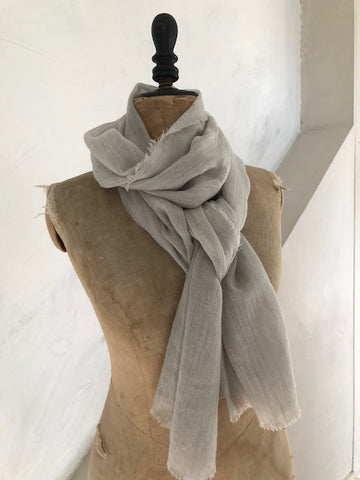 Cashmere Scarf in Pale Cloud Grey