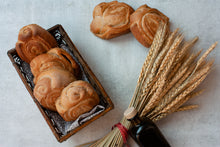 Load image into Gallery viewer, Mantovana Dinner Rolls with Farm Garlic & Herbs