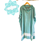 Load image into Gallery viewer, Chiona Kite Poncho | Green