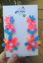 Load image into Gallery viewer, Electric pink and blue daisy earrings