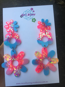 Electric pink and blue daisy earrings