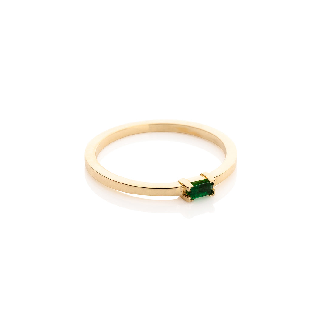 Aynur Abbott - R#32 Gold Emerald baguette ring
