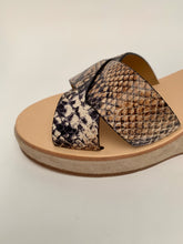 Load image into Gallery viewer, APC - Judith - shoe -beige python