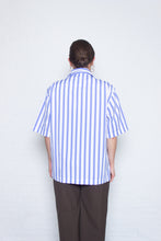 Load image into Gallery viewer, Delikatessen - Short sleeve oversized shirt - white/blue