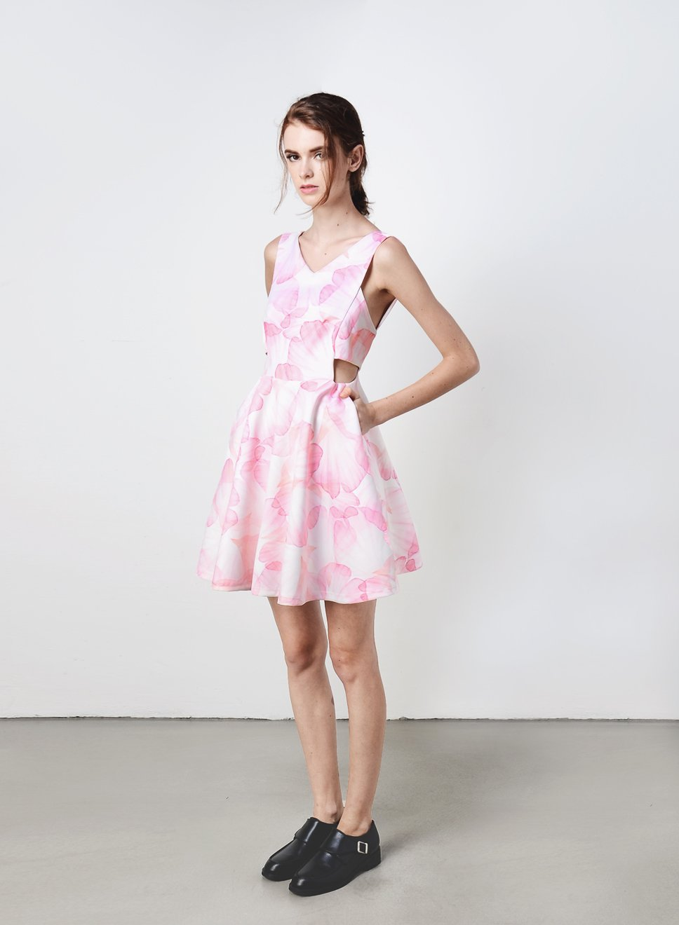QUIN Cut Out Sides Dress (Blush Floral) - And Well Dressed