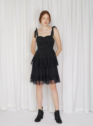 Fractus Lace Trim Pleated Dress (Black)