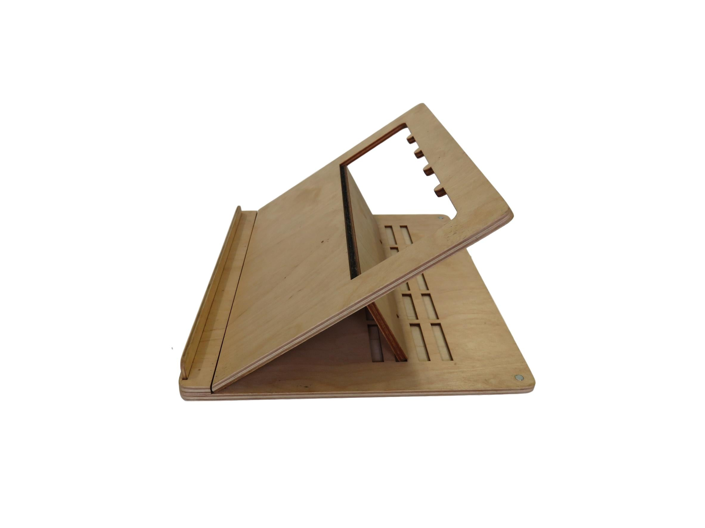 Sustainable Flat Pack Laptop Stand