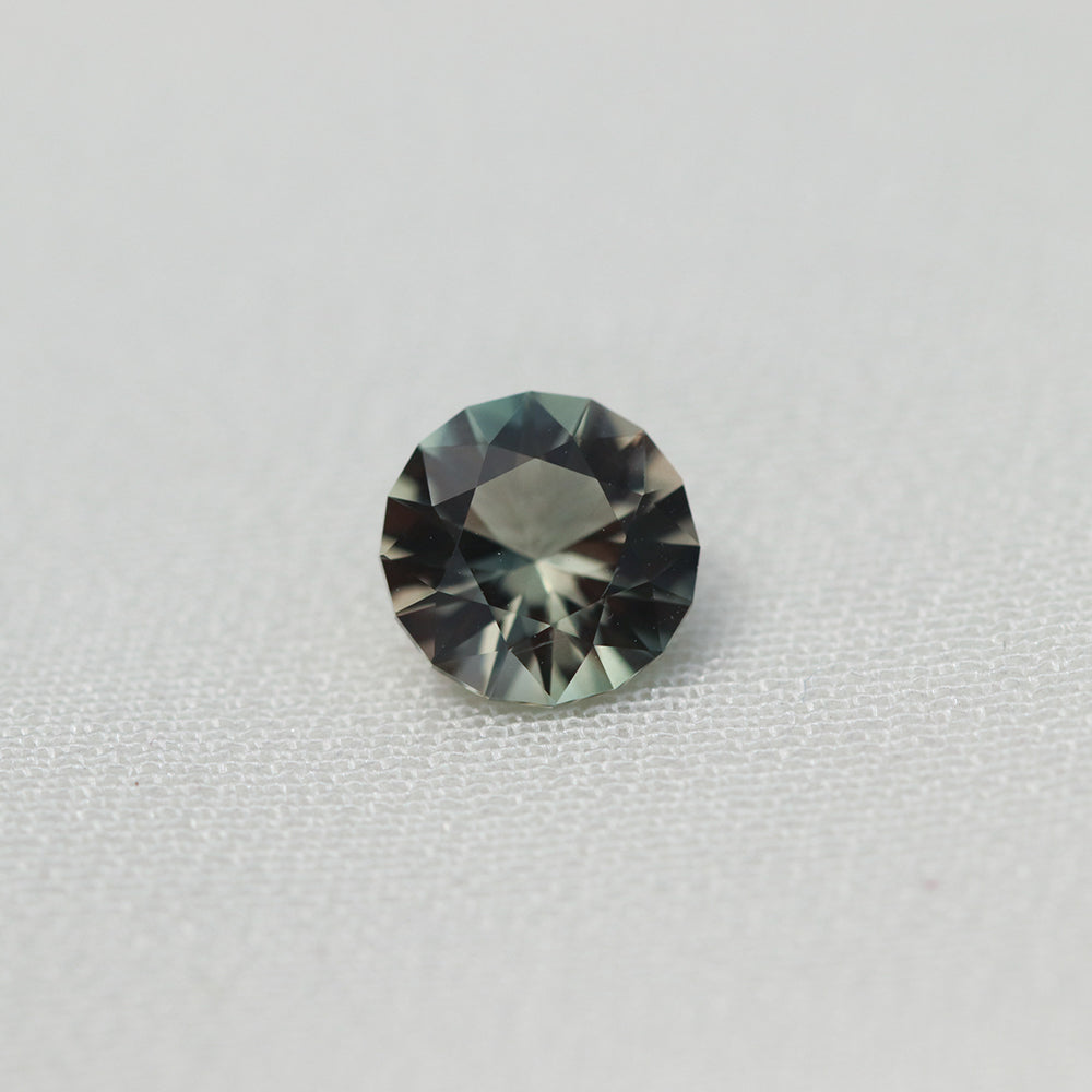 Load image into Gallery viewer, 0.85ct Oregon Sunstone (6.6mm) Cabinetofcuriosityjewellery