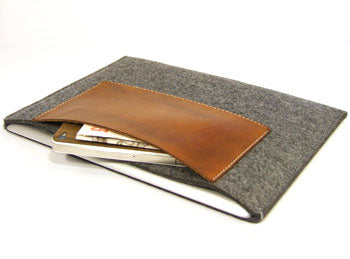 reMarkable 1 felt sleeve case with premium leather pocket