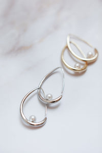 "Metal Hoop with pearl detail ""Jordyn"" [NEW 2021]"