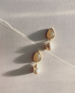 Blush and Baroque pearl drop earrings #HC014