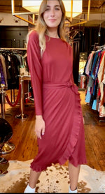 Classy burgundy dress with side ruffle