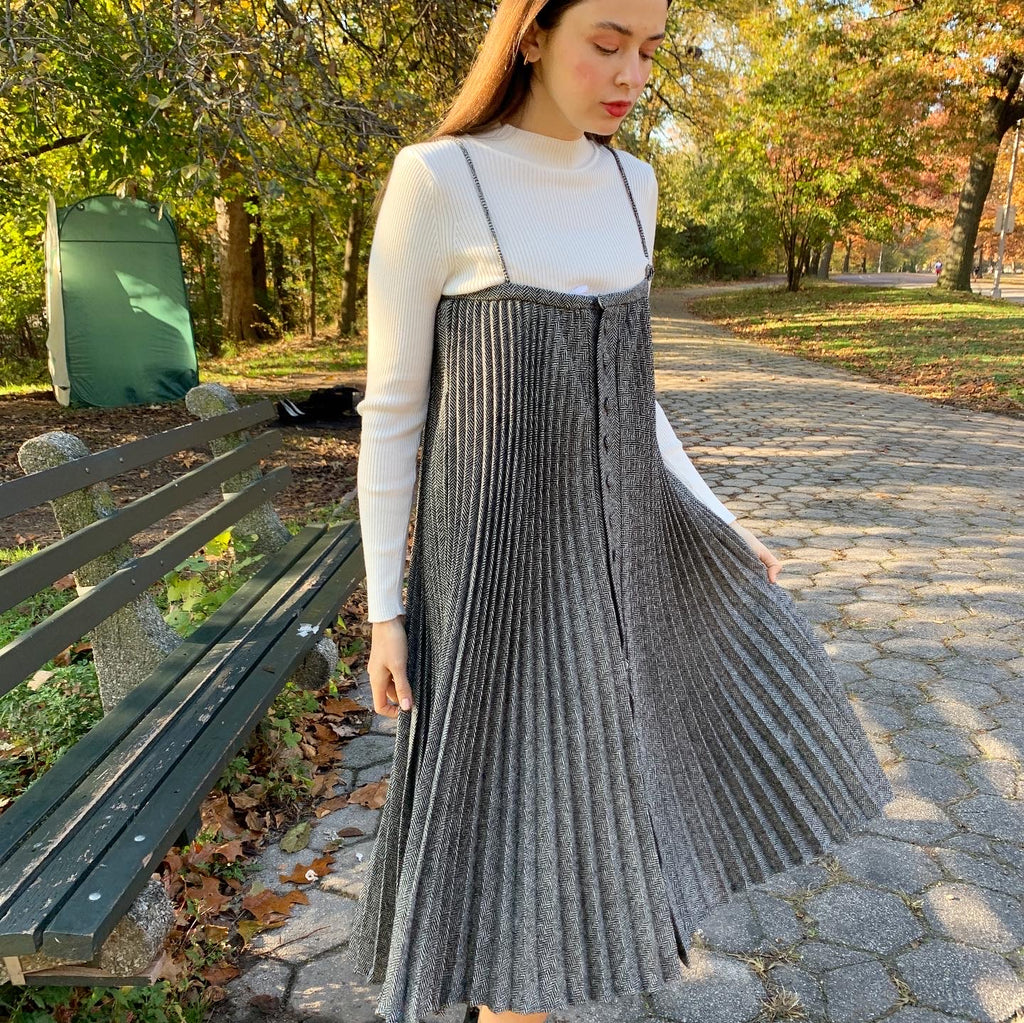 Accordion black n white  pleated jumper