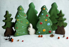 Load image into Gallery viewer, Christmas Tree with Garlands - Wooden Handmade Figures