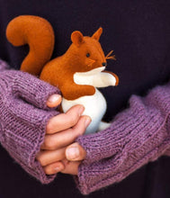 Laden Sie das Bild in den Galerie-Viewer, Squirrel Waldorf Stuffed Animal - Unique handmade toy