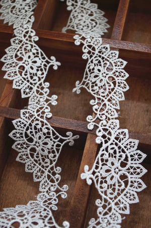 off white guipure lace trim, venise lace trim, scalloped lace for bridal veil, retro lace trimming, lace border by the yard