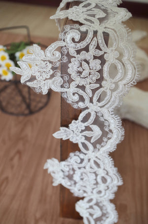 ivory Lace Trim, cord lace trim, scalloped lace, bridal lace trim, alencon lace trim, cord lace with fringe  CGHB111