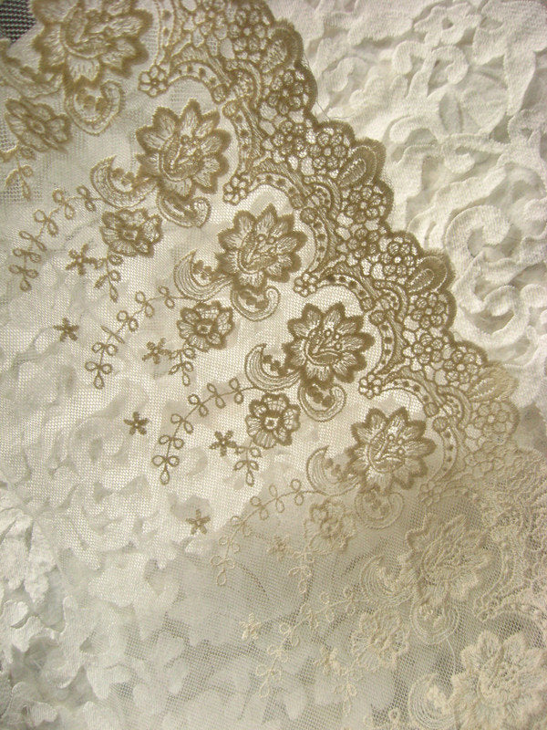 Ivory lace trim, embroiderd lace with retro flowers, vintage trim lace, bridal gown lace fabric, cotton lace