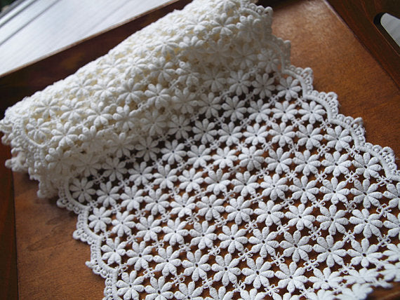 cotton Lace Trim with retro daisy flowers, scalloped trim