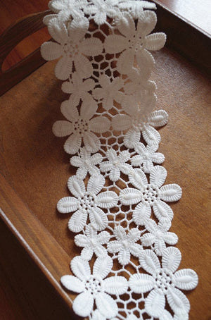 off White lace trim with daisy flowers, crocheted lace trim, retro floral trim lace, vintage flowers lace trim, bridal lace