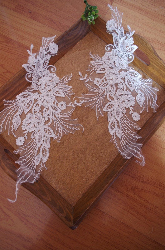 ivory cord lace appliques by pairs CGDH039B