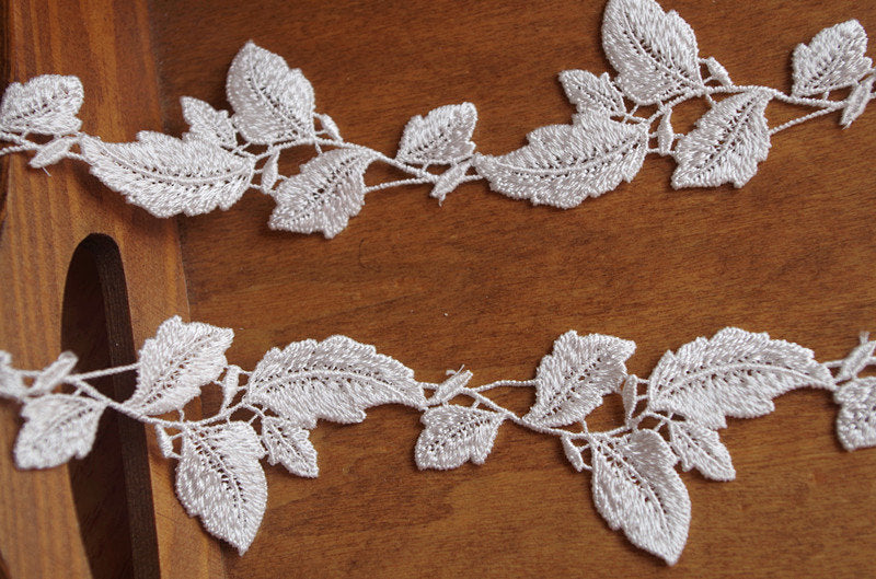 lace trim with leaves DG114B - lace era