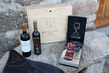 Load image into Gallery viewer, Flores Box (Red wine, Acorn-Fed Assortment and EVOO)