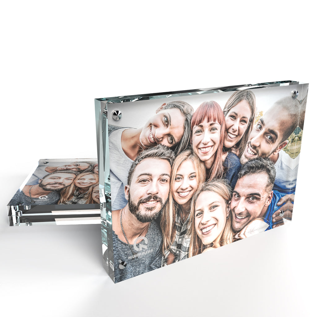Kluger Punkt 5x7 photo frame (2-pack) showing a portrait of 8 smiling friends
