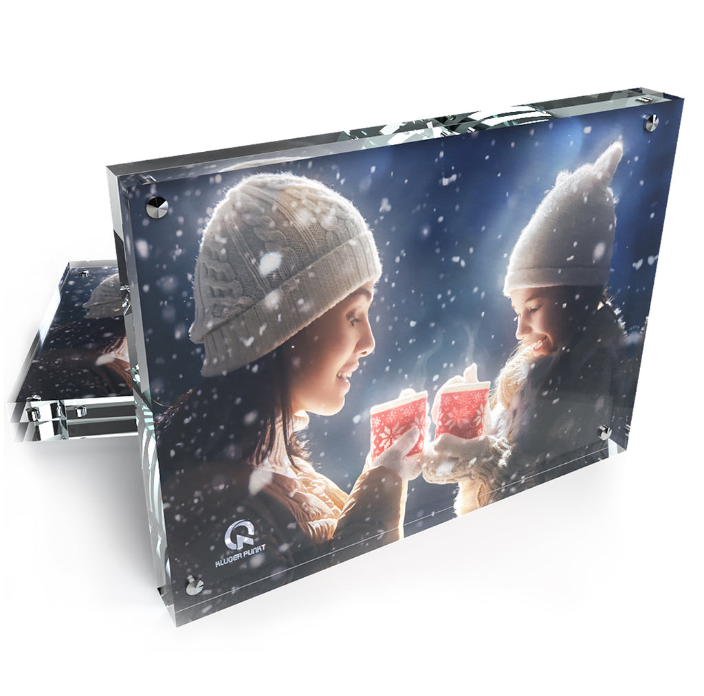 Kluger Punkt  6x8 Photo Frame 2-pack showing a woman and a girl with lampions while snowing