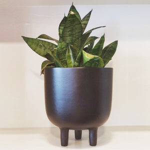 matt black finish three legged planter vara store 1
