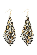 Load image into Gallery viewer, Seed bead earrings