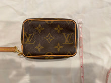 Load image into Gallery viewer, Louis Vuitton Change Purse Wristlet