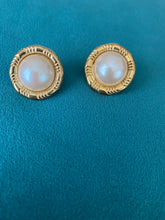 Load image into Gallery viewer, Oversized Pearl Earrings