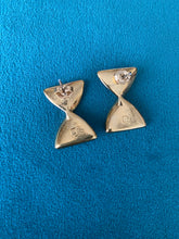 Load image into Gallery viewer, Let's Twist! 1970's Earrings