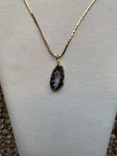 Load image into Gallery viewer, Banded Agate with Druzy Center Necklace