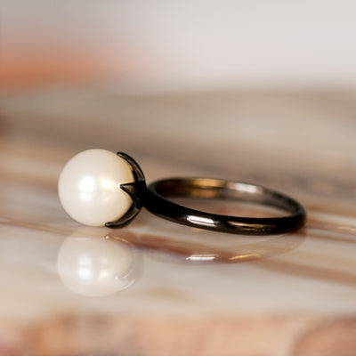 Luna Estrella Dark Moon White Pearl Ring - Silver
