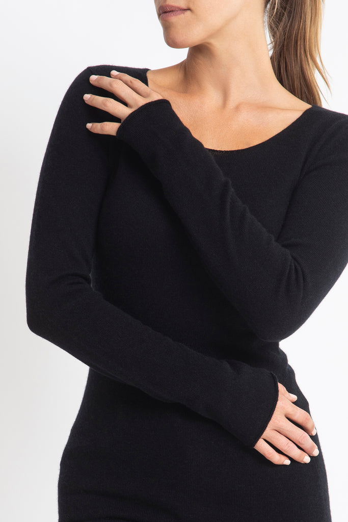 Sonya Hopkins 55% silk 45% cashmere fitted scoop neck knit