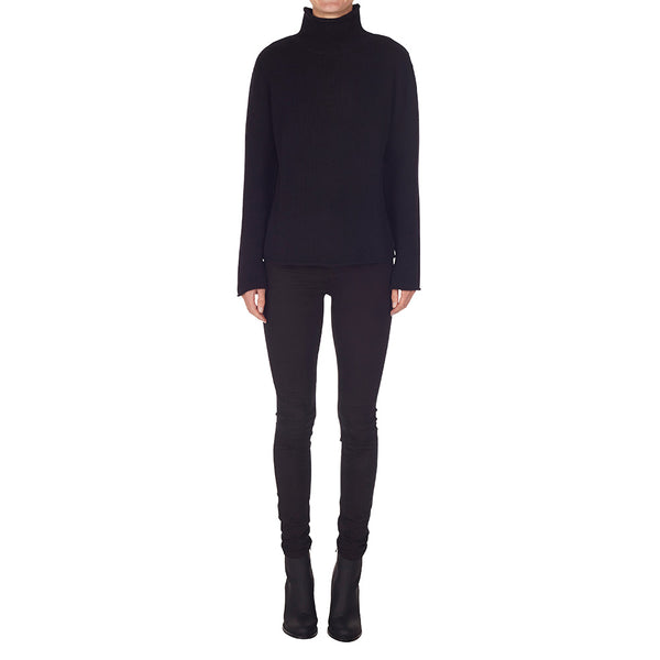 Cashmere Frankie Relaxed Turtleneck in Black